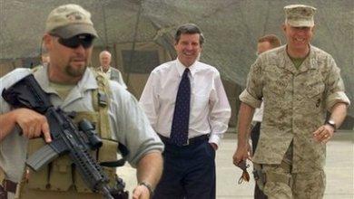 """صورة بول بريمر لقناة """"فوكس نيوز"""" : أميركا ستبقى في العراق للحفاظ على مصالحها"""