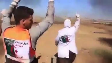 صورة طاقم طبي جزائري يخاطر بحياته لإنقاذ ضحايا القنص الاسرائيلي