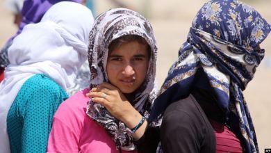 """صورة """"وعد ماكرون لناديا مراد"""".. 31 امرأة أيزيدية يصلن إلى فرنسا"""