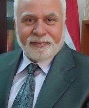 صورة ليس دفاعا عن الدكتور عبد الحسين شعبان .