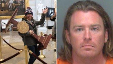 صورة الشرطة الأمريكية تضبط سارق منصة القراءة الخاصة برئيسة مجلس النواب.