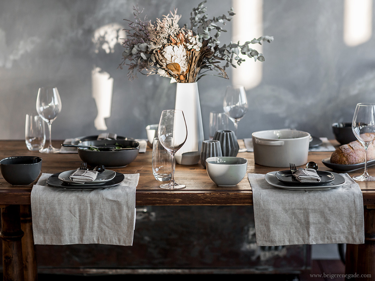 5 Steps for styling a winter table setting that \'wow\'s\' - Beige Renegade