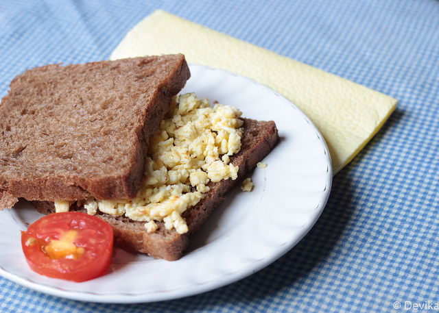 egg with whole wheat bread
