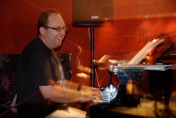 Arthur Satyan Acoustic Ensemble At Razz'zz