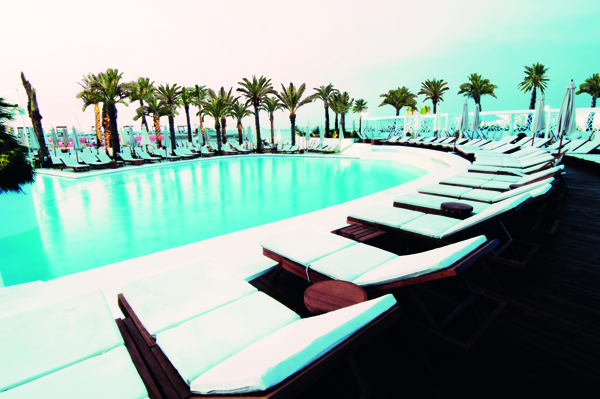 Riviera Launches its Main Pool