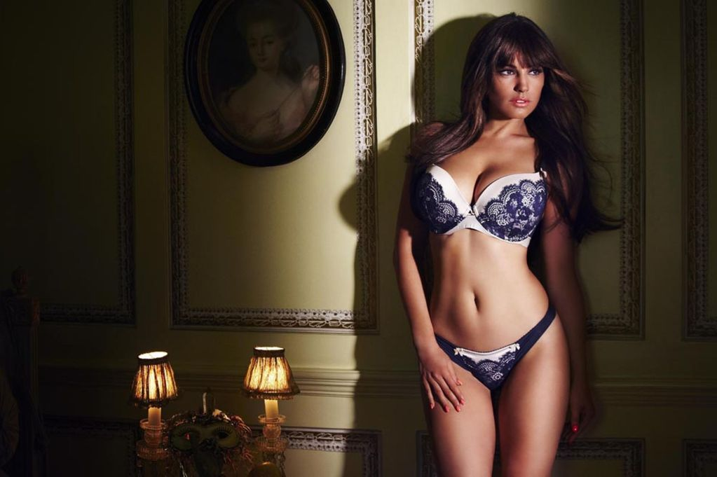 "Kelly Brook reckons having ""boob jobs and botox is really sad"""