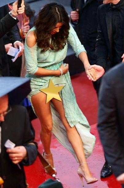 Eva-Longoria-wardrobe-malfunction-at-Cannes-2013-1898253