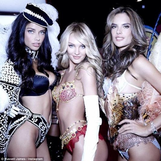 candice-swanepoel-10-million-bra-at-victorias-secret-fashion-show-6