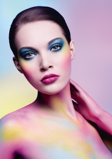 COLOR TAKES THE STARRING ROLE WITH MAKE UP FOR EVER ARTIST SHADOW