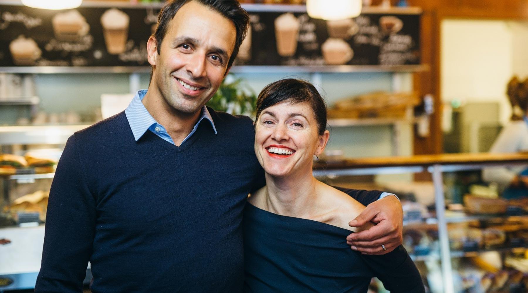 Portugiesisch-griechische Cafés, Fingerfood-Catering und Produzent perfekter Backwaren. Paula Gouveia und George Andreadis sind Berliner Unternehmer aus Leidenschaft.