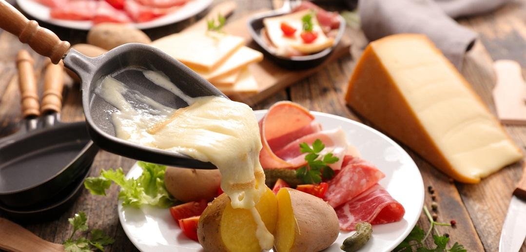 raclette ou fondue quel plat choisir cet hiver
