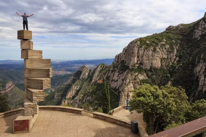 escala montserrat spain viewpoint