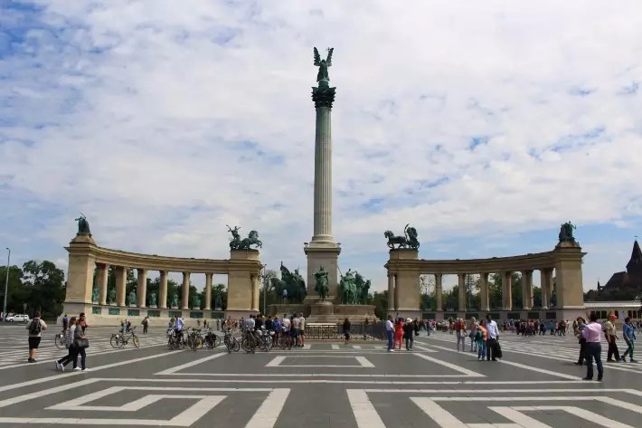 Heroes Square, things to do in budapest, what to do in budapest, what to eat in budapest, hungary