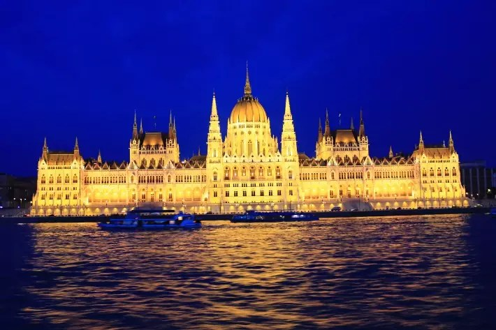 things to do in budapest, what to do in budapest, what to eat in budapest, hungary, Hungarian Parliament Building night