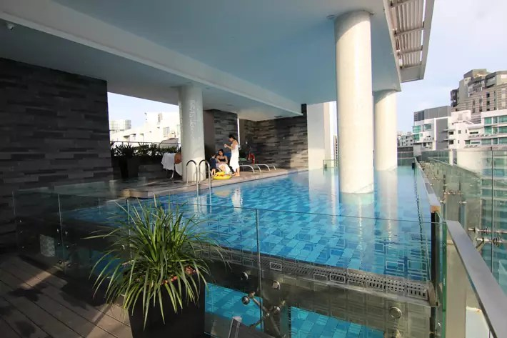 Quincy-Hotel-swimming-pool