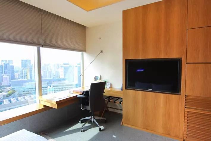 Oasia-Hotel-Novena-Club-Room-desk