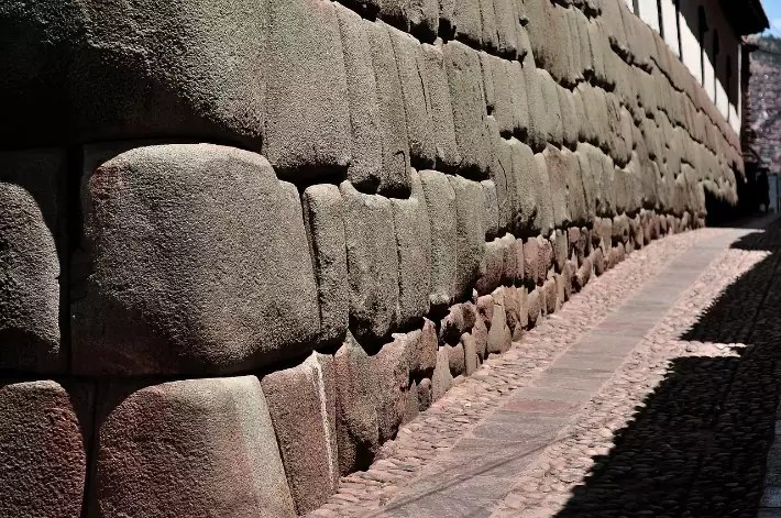 cusco-cobblestone-alley