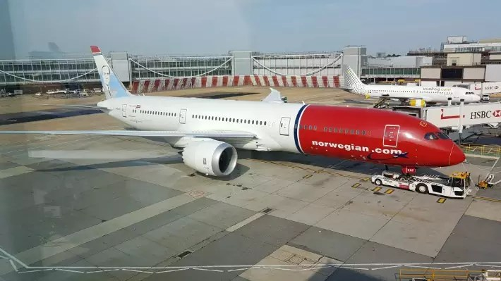 norwegian air london singapore flight review