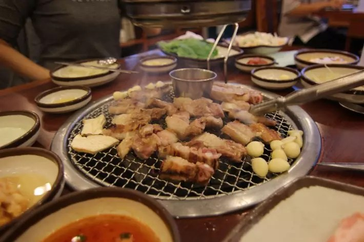 Hwaro Hyang Restaurant, Black Pork Street bbq, things to do in jeju island; what to do in jeju island, jeju island attractions
