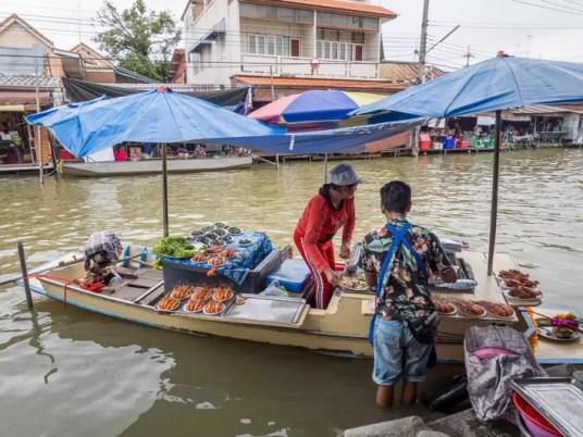 food boat, Day trips from Bangkok -Amphawa Floating Market, Maeklong Railway Market, Ban Bang Phlap