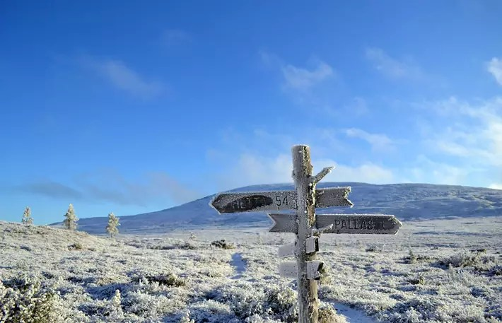 snow-frost-sign-navigation,-Things-to-Do-in-Lapland,-where-is-lapland