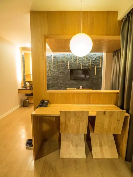 zenniq-hotel-room-desk,-Day-trips-from-Bangkok,-Thailand