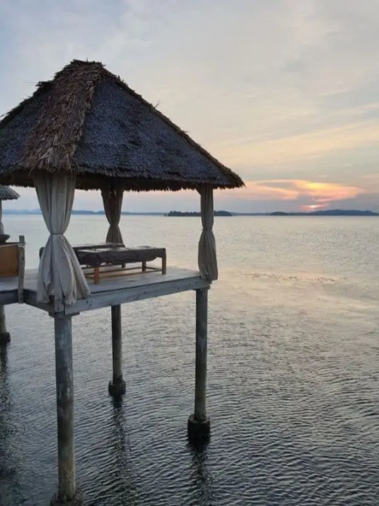 telunas beach massage by the sea
