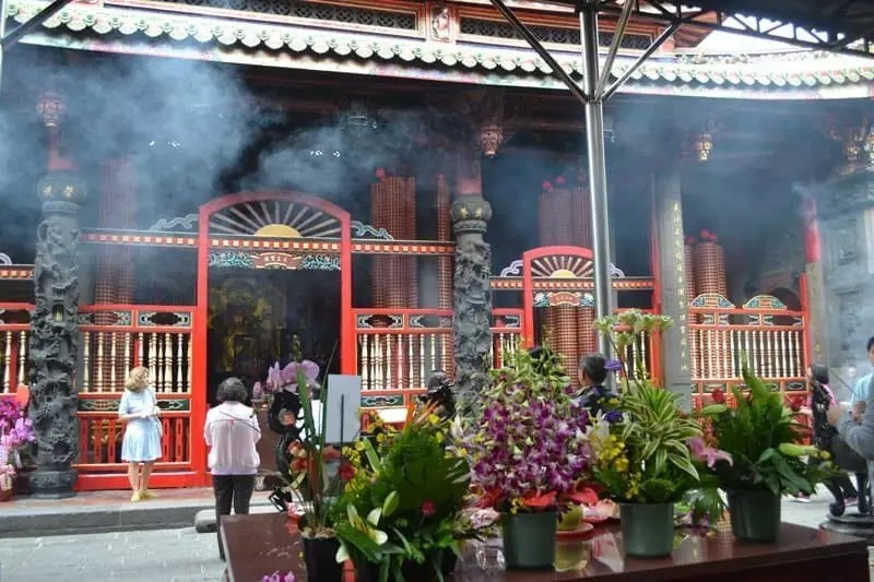 buddhist temple incense, THINGS TO DO IN TAIWAN
