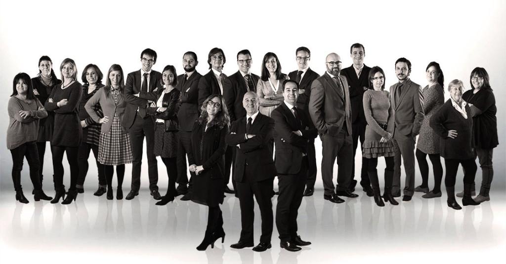 foto corporativa grupal de sanahuja abogados
