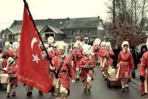 Her Yıl Türk Festivali Düzenlenen Şirin İtalyan Köyü: Moena