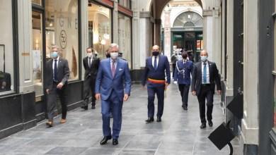 صورة الملك يزور التجار في وسط مدينة بروكسل