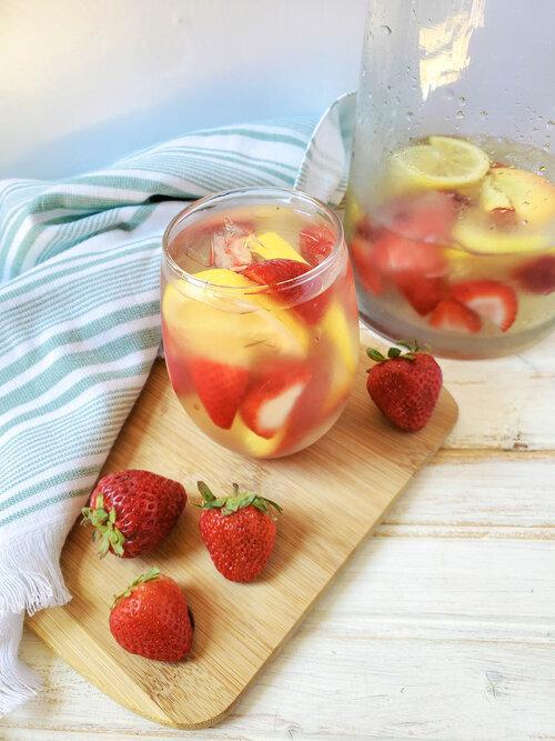 summer strawberry sangria