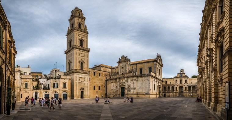 piazza-duomo-lecce-centro-storico-dooid.jpg