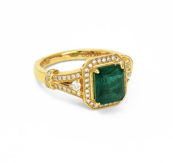 Fancy gold ring with emerald gemstone and diamonds