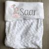 Babydeken met naam - Olifant op cadeau roze - Gepersonaliseerd - Kinderkamer accessoires - Bed textiel - Beddengoed kinderkamer - Zacht dekentje met naam - Kraam cadeau