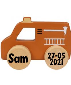 Tryco Houten Brandweerwagen Speelgoed Auto Product omschrijving Tááaatuu, met deze houten speelgoed brandweerauto van Tryco zal je kleine flink rond racen! De auto is gemaakt van stevig hout en is gemakkelijk vast te pakken voor kleine handjes. Dankzij de stevige wieltjes staat de brandweerwagen stabiel en kan deze tegen een stootje. De auto heeft neutrale moderne kleuren, waardoor hij mooi in de woonkamer of speelkamer staat! Geschikt vanaf 10 maanden. Eigenschappen: Tryco Speelgoed Auto Design: brandweerauto Materiaal: hout Makkelijk vastpakken voor kleine handjes Neutrale, moderne kleuren (rood) Afmetingen: 11 x 7 x 5,5 cm Geschikt vanaf 10 maanden