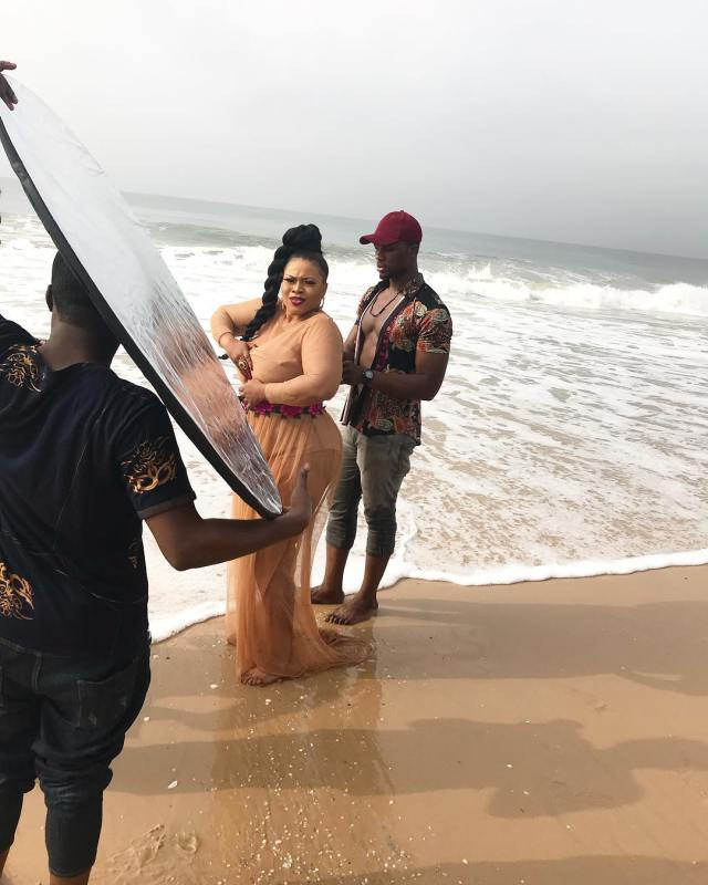 Immaculate Dache gives us Beach Vibes on Set of New Music Video