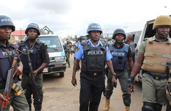 One dead, many injured as Police and Commercial drivers clash in Lagos- BellaNaija