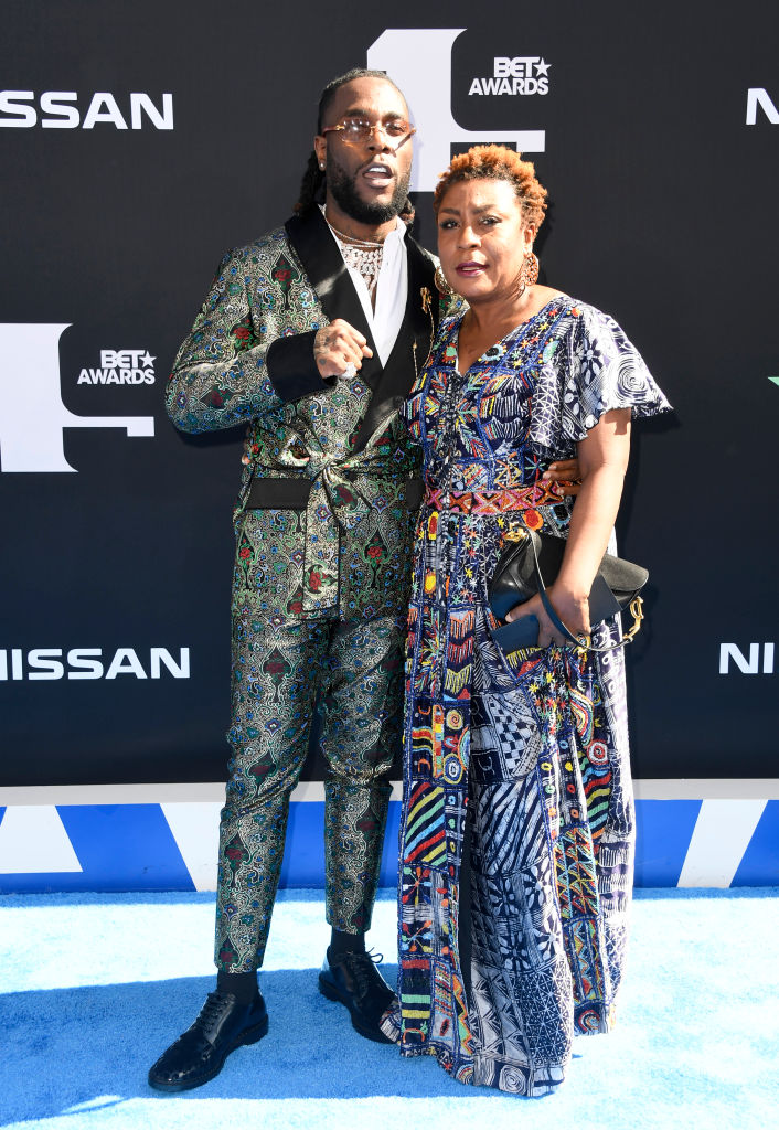 """So Sweet! Burna Boy's Girlfriend Stefflon Don & Mom supported him at the 2019 BET Awards for """"Best International Act"""" WIN"""