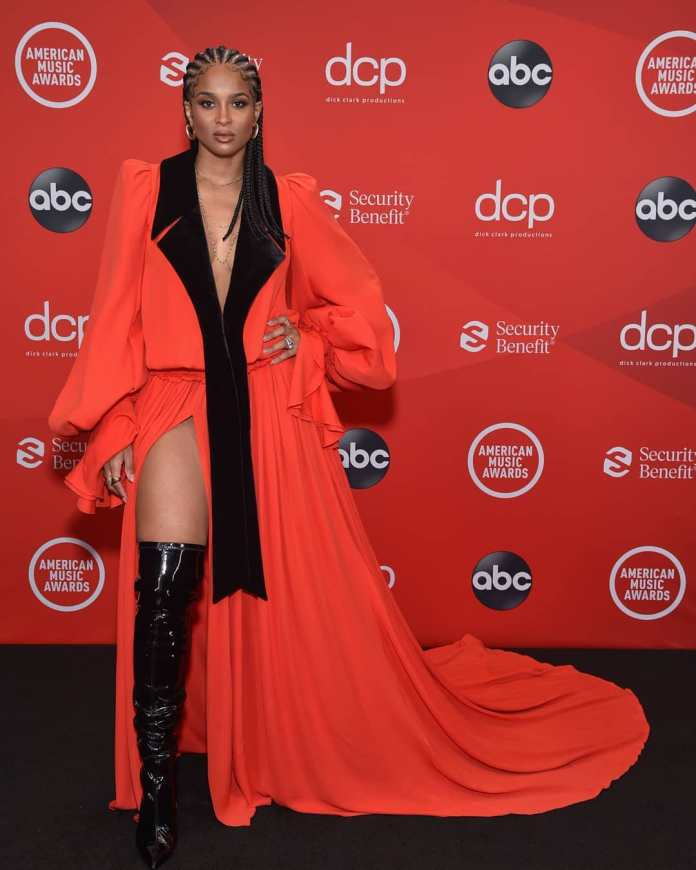These Are Our Must-See Looks From The AMAs 1