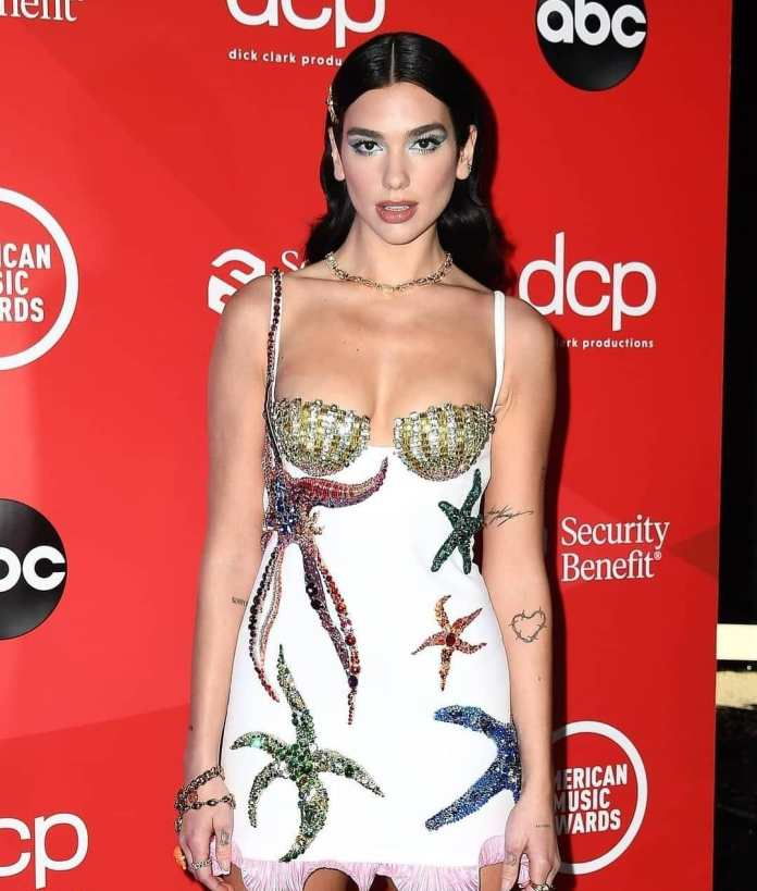 These Are Our Must-See Looks From The AMAs 10
