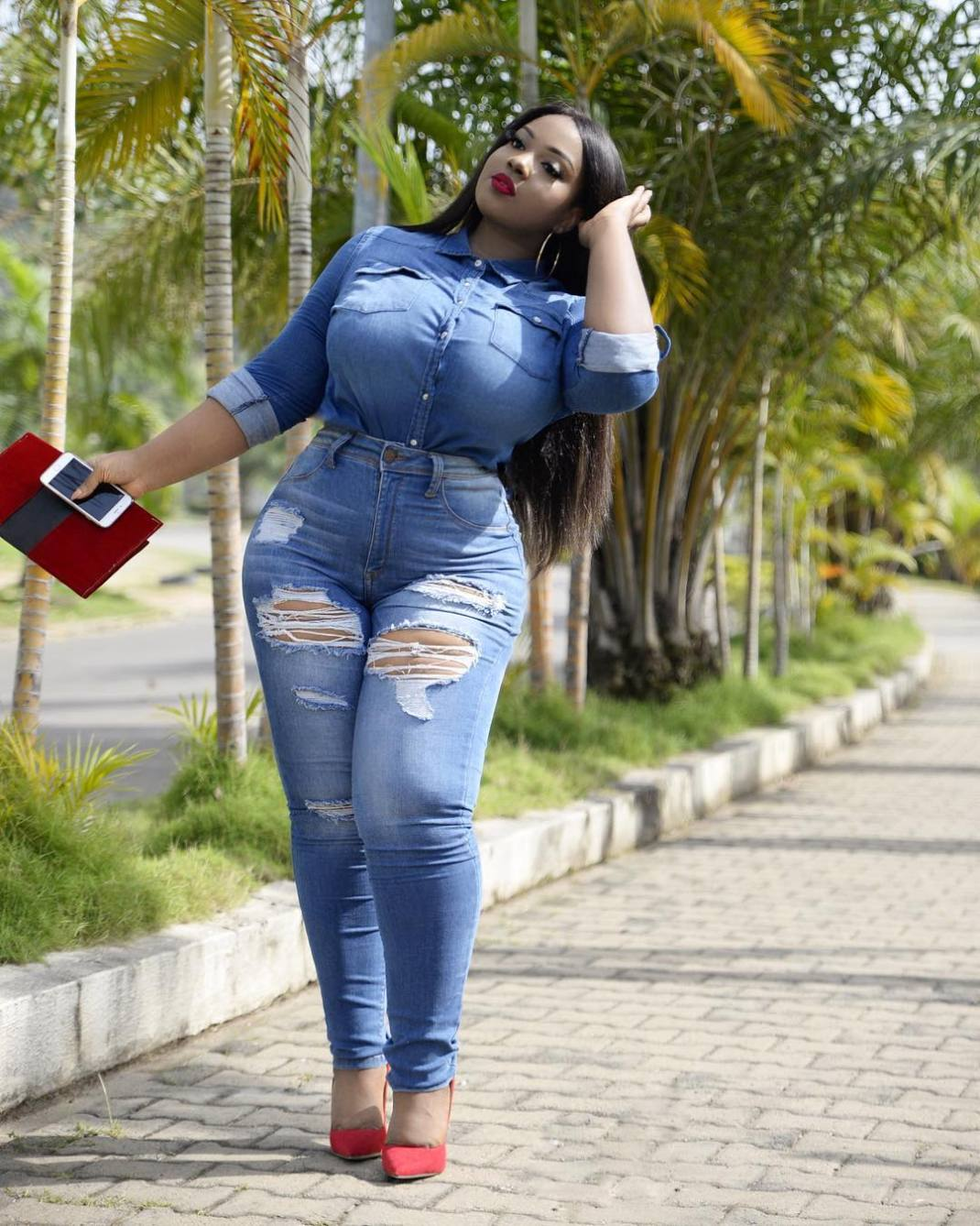 23163997 1569608886440404 7690916293913870336 n - This Curvy Influencer Will Show You How To Look Stylish If You Are Plus Size