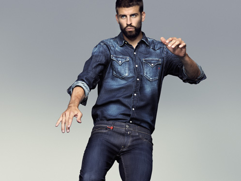 Gerard Piqué per Replay