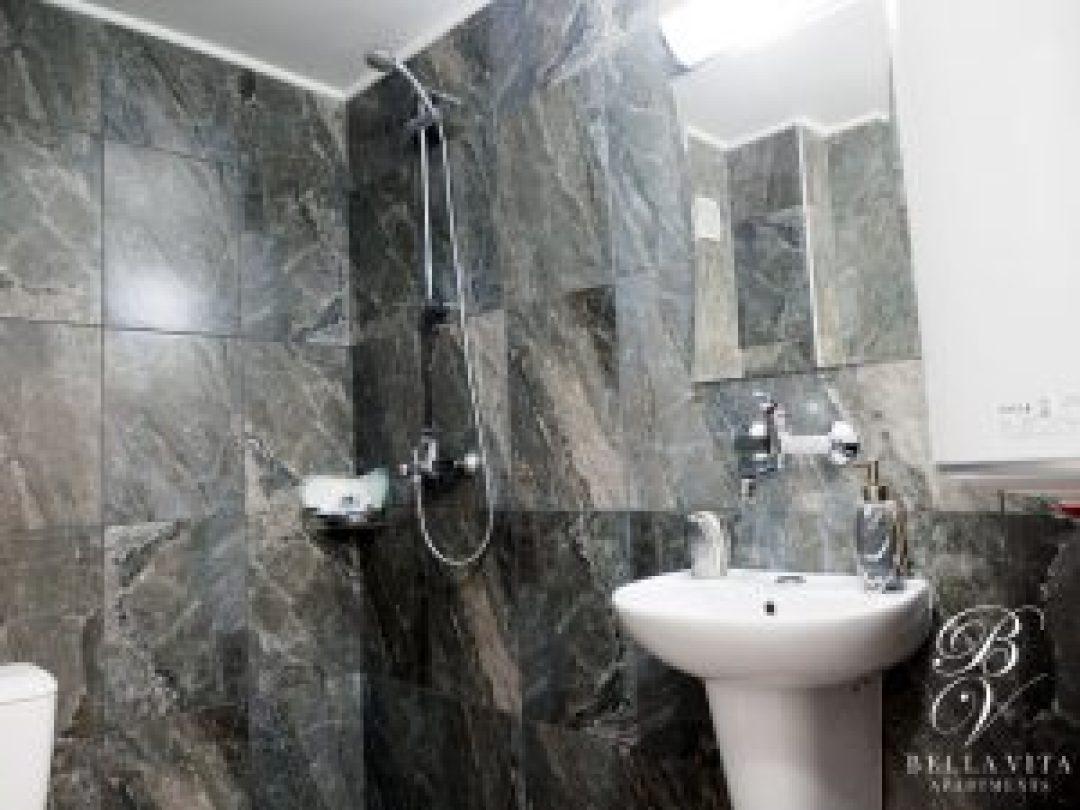 Апартамент под наем Благоевград широк център баня токи