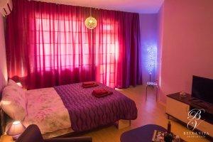 Изтънчено обзаведен апартамент под наем Благоевград широк център