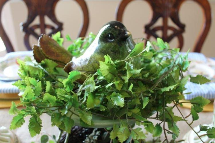 A BIRD INSPIRED TABLESCAPE