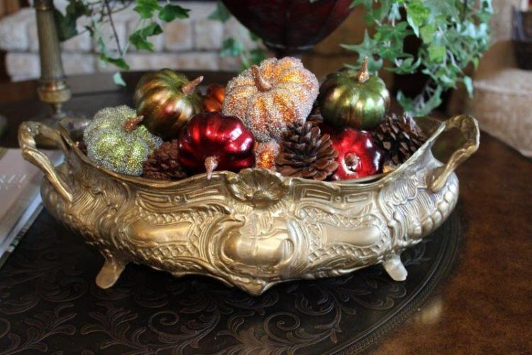 A SIMPLE FALL COFFEE TABLE VIGNETTE