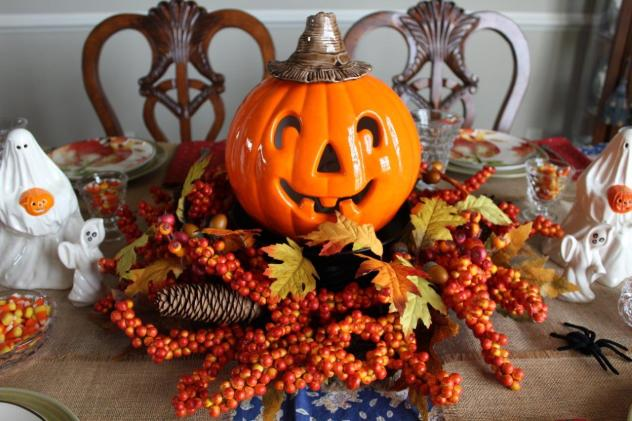 Belle Bleu Interiors-A Sweet and Spooky Halloween Table 4
