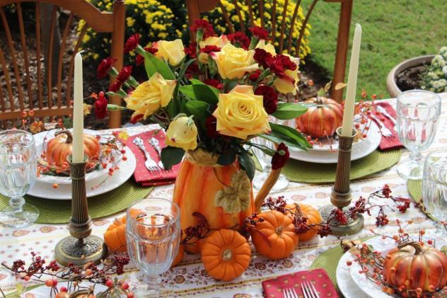 Belle Bleu Interiors Outdoor Fall Tablescape 15
