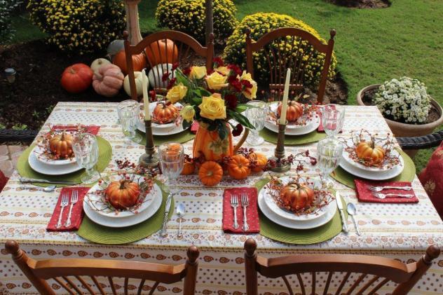 Belle Bleu Interiors Thanksgiving Tablescape Roundup 7